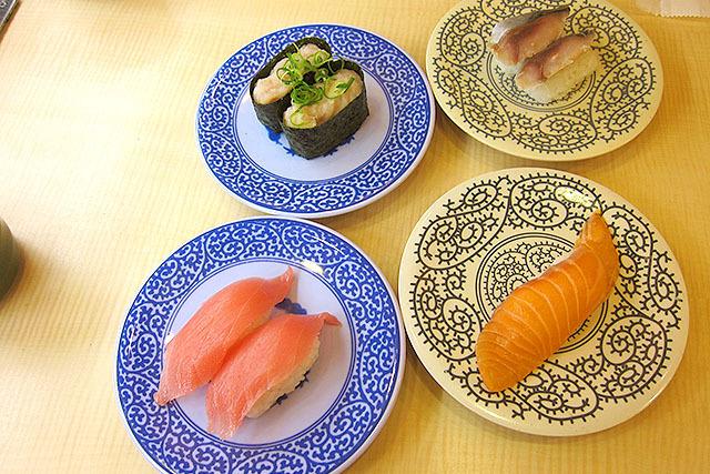 握り寿司と軍艦巻、どちらの陣営につくかは各自自由だ。