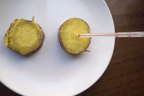 すべての芋が一定の温度になってから食べ比べるなど工夫もしたのですが、うまいこと違いはあぶり出せず