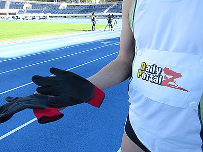 後で知ったのですが、ゴムが全面についた手袋は摩擦で加熱して火傷することがあるそうです。四足走行を始める方は気を付けてください。