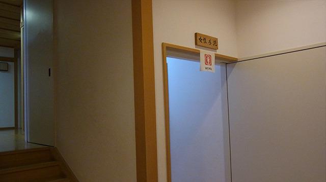 ちなみに普通の女性用トイレが目の前(5歩先くらい)にあります