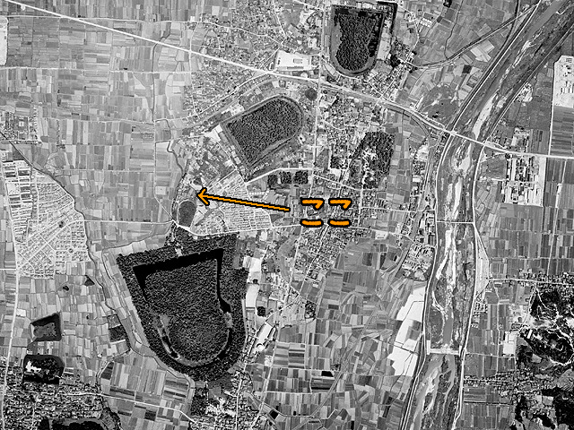 上の現在の様子と同じ範囲の1961年の様子。(国土地理院「地図・空中写真閲覧サービス」より・MKK613/コース番号・C11/写真番号・210/撮影年月日1961/05/30(昭36)に加筆)