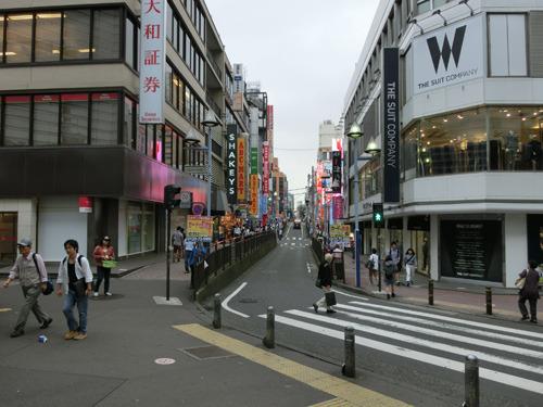 横浜駅相鉄口、ジョイナスを背にして真っすぐ