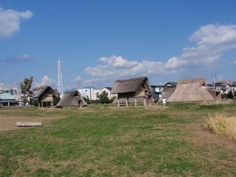 登呂遺跡の復元住居。