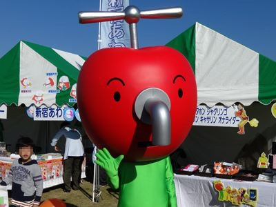 町田市のジャグリンゴ。全身はタイツ、なのは気になりますが……。NHKのキャラらしいです、蛇口からはリンゴジュースが出るらしいです。なんか、イヤ……。