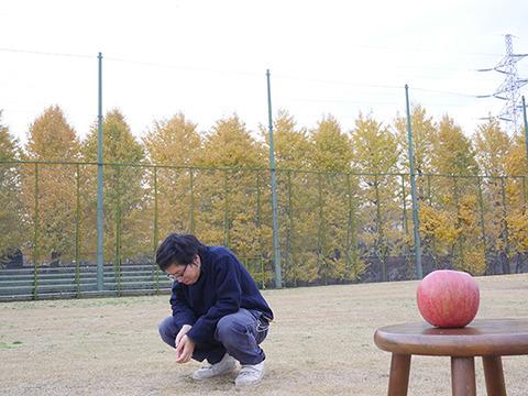 (リンゴはバカとかじゃないしな…)むなしさを感じる