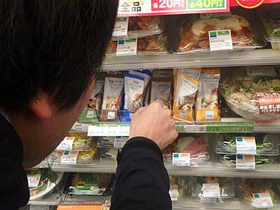 サラダは買わずにドレッシングだけ購入。