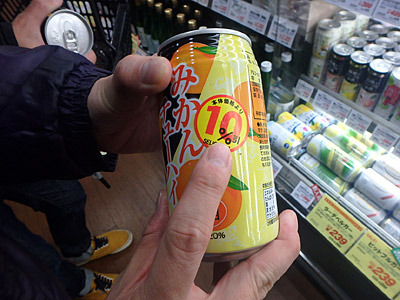 10%引きのチューハイを見つけたパリッコ後輩。果汁10%かと思った。