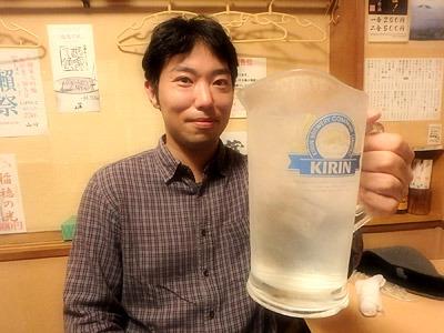 これが500円のピッチャーのサワーである。既に疲れ気味なのでクエン酸サワーだ。