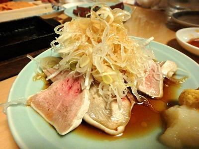おねえさんが勧めてくれたタン刺しが、すごく好みの味だった。