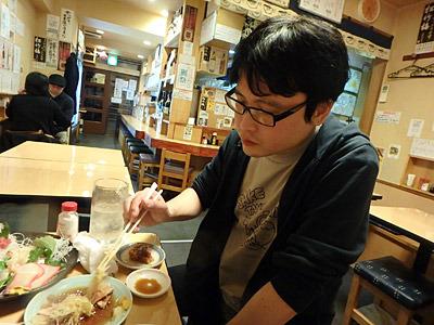 「先輩、ちょっと相談いいですか。こんなにうまい刺身、俺、日本酒で食べたいです!日本酒を飲ませてください!」