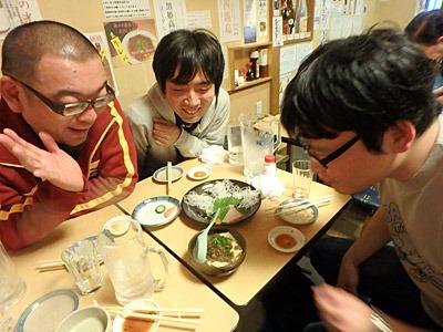 ワーッと歓声が上がったのは、ケムタ後輩が食べたがった牛筋豆腐。
