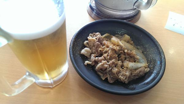 休みの日に吉野家で朝からビール飲むのは自由だよ(言い聞かせている)。