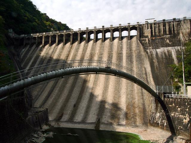 日本の粗石コンクリートダムの例:千刈ダム(兵庫県)