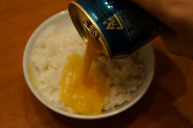 生卵2個を飲み下すのは無理で、卵かけご飯にした
