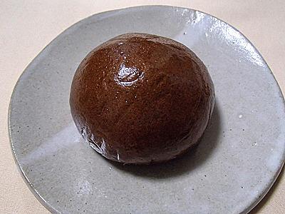 黒糖饅頭。前の二つよりも元々香ばしい香りがあるのでなんとかなるだろうか。