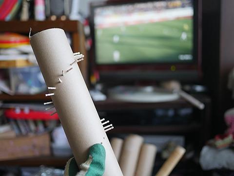 徳島でJリーグの優勝が決まる。一方東京でつまようじが数百本ささる