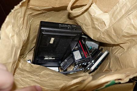 中には、カセットテープやらMDやらがゴチャゴチャと……