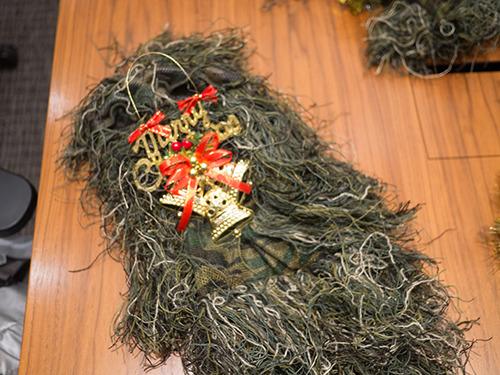 顔を隠す部分に「メリークリスマス」をつけた