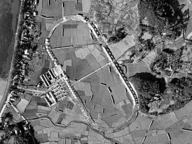 1947年の様子。すでに競馬場としては機能していない。(国土地理院「地図・空中写真閲覧サービス」より・コース番号・M524-1/写真番号・39/撮影年月日・1947/11/03(昭22))