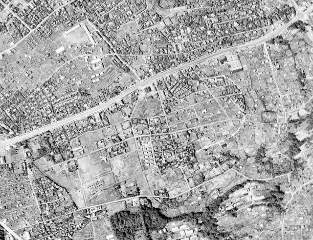 道路の走り方は現在とほぼ同じになっている(国土地理院「地図・空中写真閲覧サービス」より・コース番号・M389/写真番号・87/撮影年月日・1947/08/08(昭22))