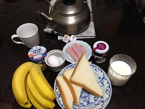 ゴリラ的な寮の朝食。