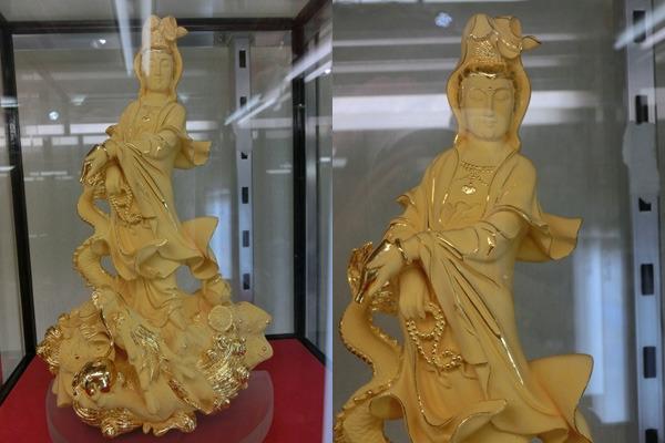 こちらが第1位の24金製の菩薩像! 価格は735万円(税込)!