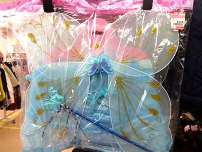 妖精さんの羽根も売ってるよ。399円。