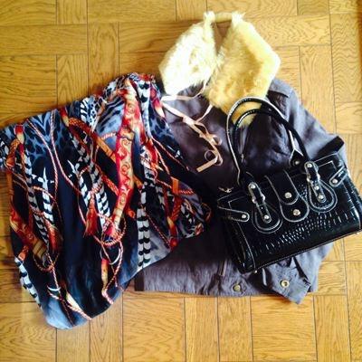 ファー付きライダースジャケット 300円 ロングスカート 399円(タカハシ) バッグ 1480円(ハマモード)