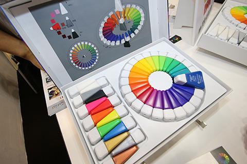 ネット中が大歓迎した「色相環アクリル絵の具」