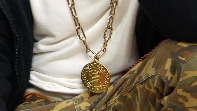 そしてチェーンにつながっているメダルには「賞」。