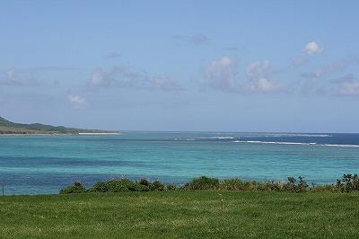 沖縄には磯遊びに適した遠浅の海辺がたくさんある。
