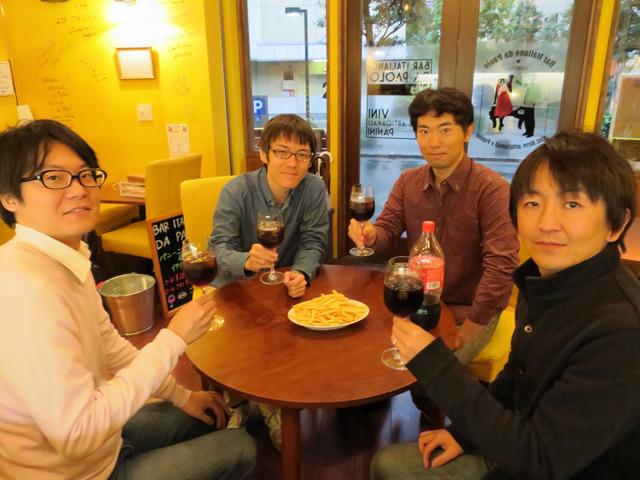 左から編集部の藤原くんと石川さん、最近は製麺ライターの玉置さん、そして筆者