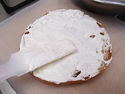 この為にケーキ用のヘラを買ってきました。生クリームを使うケーキつくりは初めて。