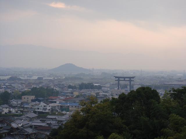 良県桜井市三輪神社から耳成山を望む(出題:Reti_N)