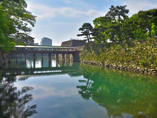香川県高松市高松城跡の鞘橋(出題:かばたろう)