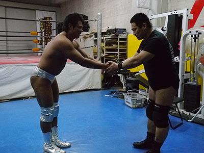 リングを降りるとお二人もがっちり握手して別れる。ほんと礼儀正しい。
