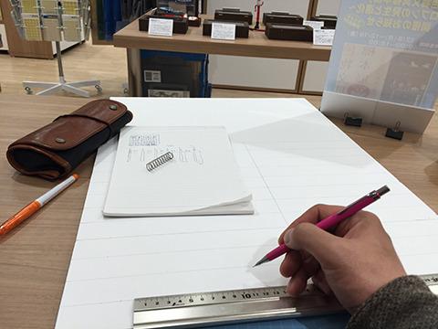店内で雑な図面を元に作業開始。