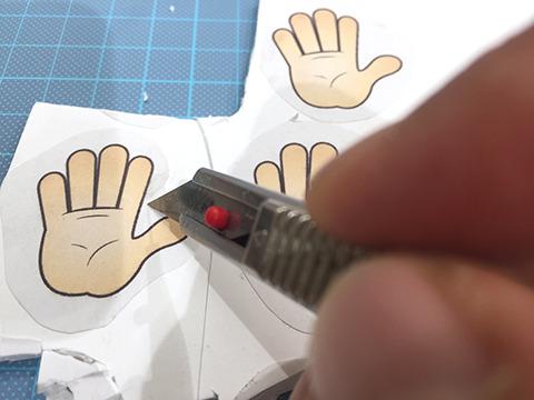 壁ドンする手もスチレンボードで切り抜く。