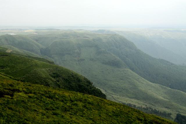 こちらは阿蘇のカルデラを縁取る外輪山