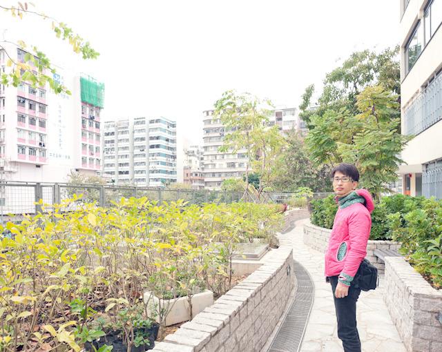 おかげで日本では浮きがちな、ぼくのけったいな服も街に溶け込んでいました。