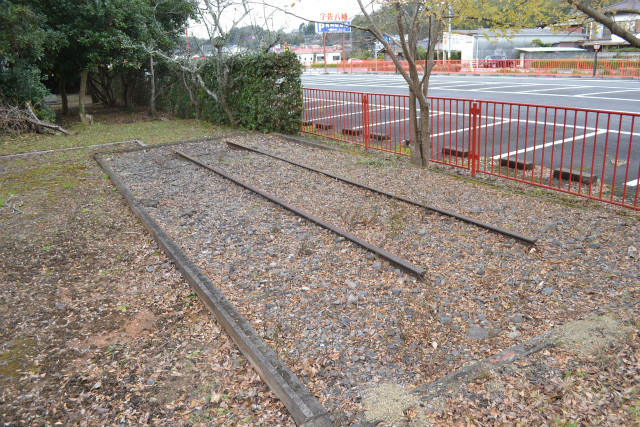 唐突に線路だけが保存されている
