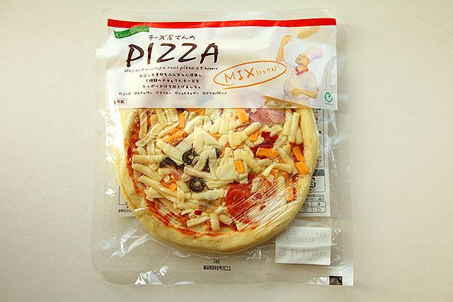 なんか色んな色のチーズとサラミ、ピザ。これ絶対うまいやつ。
