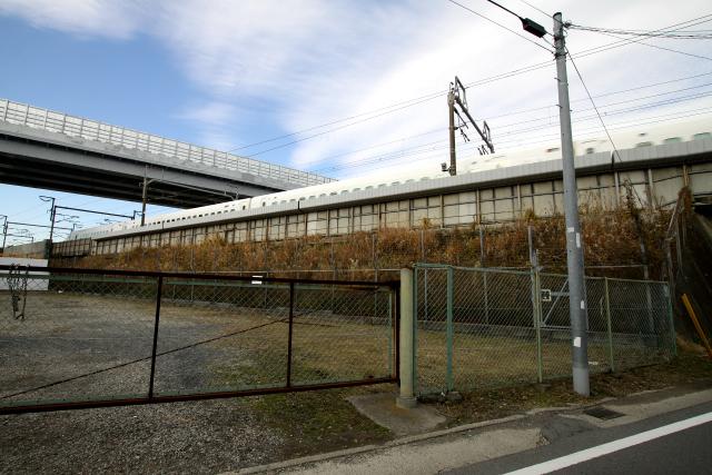 東海道新幹線とJR相模線が交差するこの辺りに新幹線の駅ができるのか