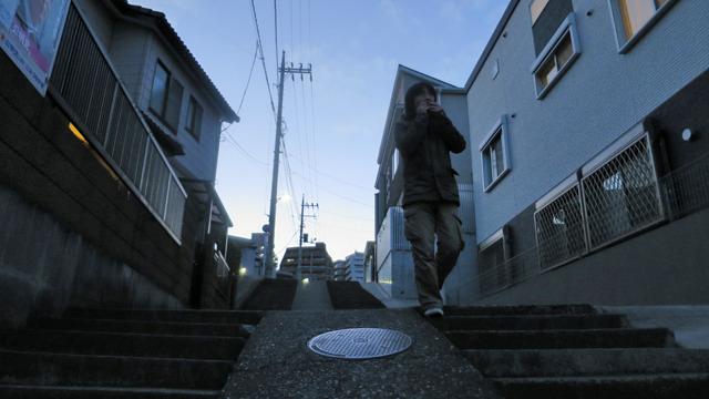 温泉街といえば饅頭食べながら階段である