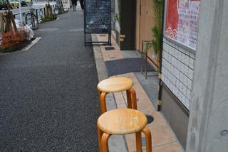 や、だめでしょうこれはお店の椅子!