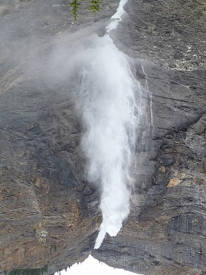 タカカウ滝(カナダ) 写真提供:母