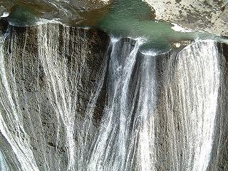 優しい滝に打たれたい(袋田の滝)