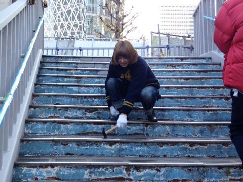やっと下りの階段へ……。もう少しだが、一気に落ちそうにもなるので時間 がかかる。