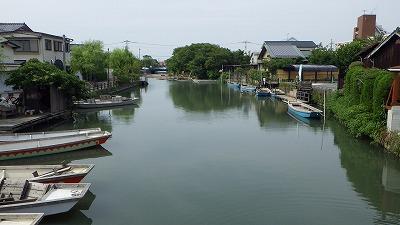 柳川は風景もいいし鮮魚店が集中していて楽しいよ。