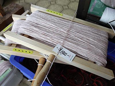 100メートルの糸が巻いてある。カニ捕りに飽きたら凧揚げで使うのもいいだろう。